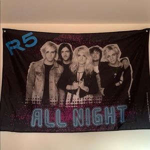 R5 Up All Night Flag